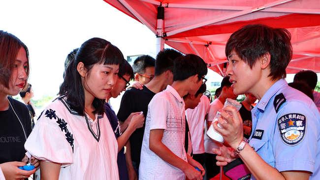 """""""无毒有我 阳光成长""""高校禁毒巡回展在天津职业技术师范大学启动"""