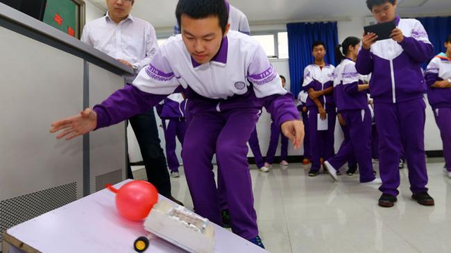天津中學生比拼科技創意