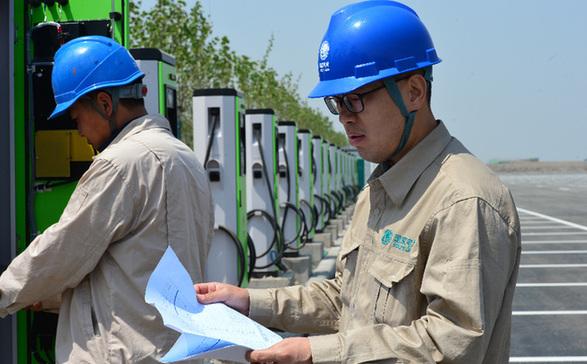 国网天津滨海供电公司顺利完成一汽大众汽车北方基地充电桩项目送电