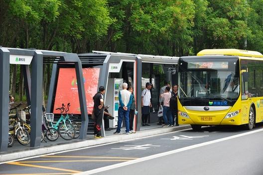 中新天津生态城6座智能公交站亮相
