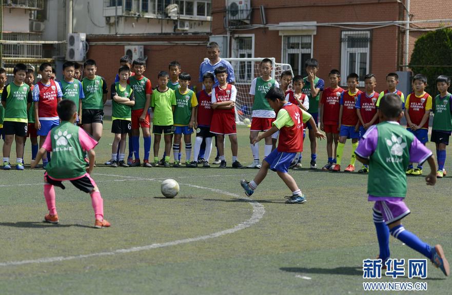 足球名宿辅导团走进天津校园
