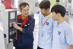 机电工业学校代表队将参加数控综合加工技术赛项中职组比赛