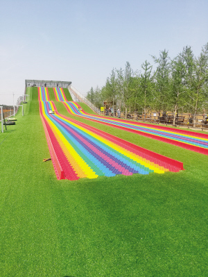 薊州區彩虹滑道亮相景區
