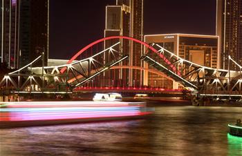 天津:燈光秀慶佳節