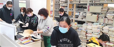 和平區圖書館選(xuan)配圖書送溫暖