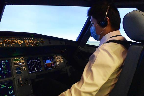 國(guo)產首台A320飛(fei)機飛(fei)行模擬機迎來(lai)飛(fei)行員復訓