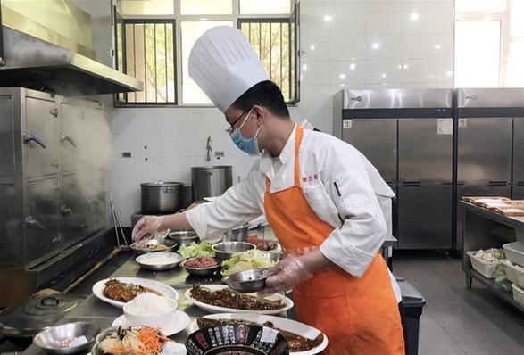春(chun)暖花(hua)開迎客來——天津餐飲業回(hui)暖一線直擊(ji)
