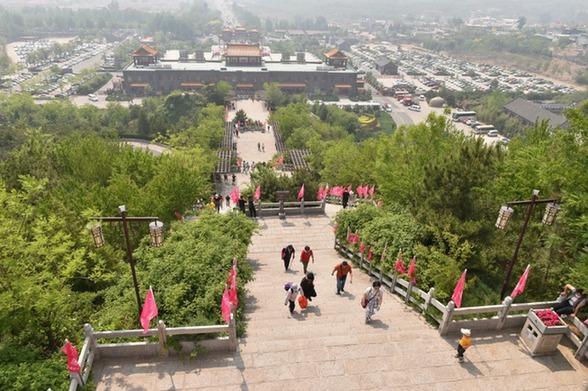 天津市薊州區盤(pan)山風景區安全有序(xu)迎接游客