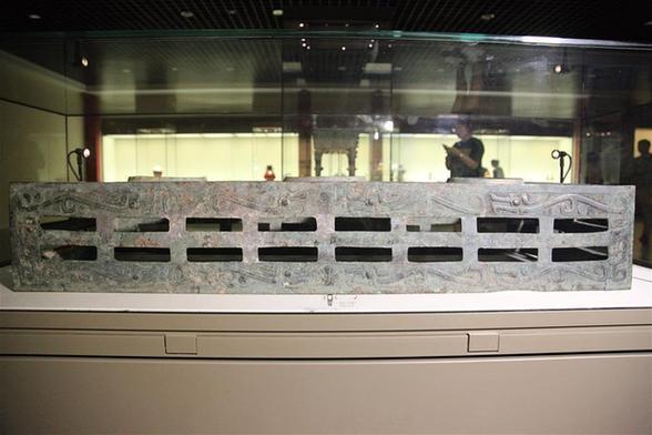 西周夔紋銅禁:從電解銅廠撿回拼成的國寶
