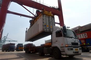"""天津海關:""""船邊直提""""模式助力貨物通關提速"""
