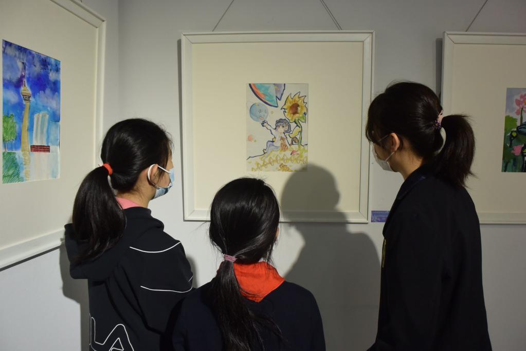 """天津舉行兒童公益畫展關愛""""星星的孩子"""""""
