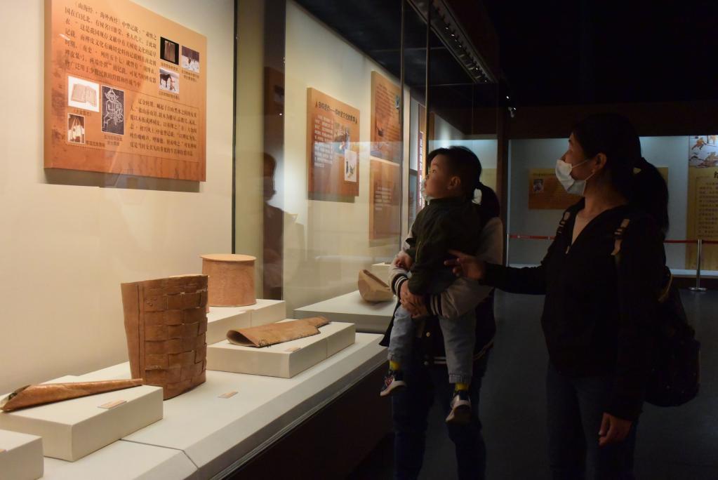 魚皮、獸皮、樺樹皮歷史文化展亮相天津見證黑龍江漁獵文明