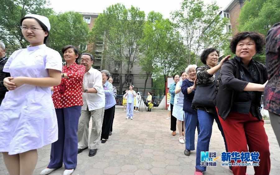 天津高校学生走进动物园当讲解员04-27